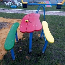 Песочный столик с лавочками
